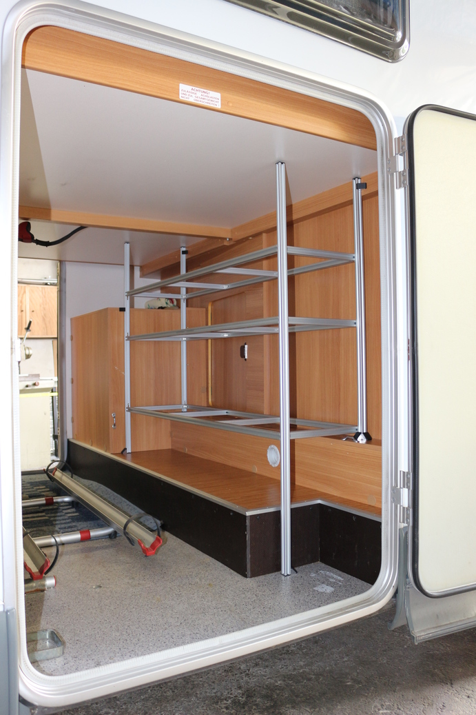 einbau in wohnmobil knaus wieners regalsysteme. Black Bedroom Furniture Sets. Home Design Ideas